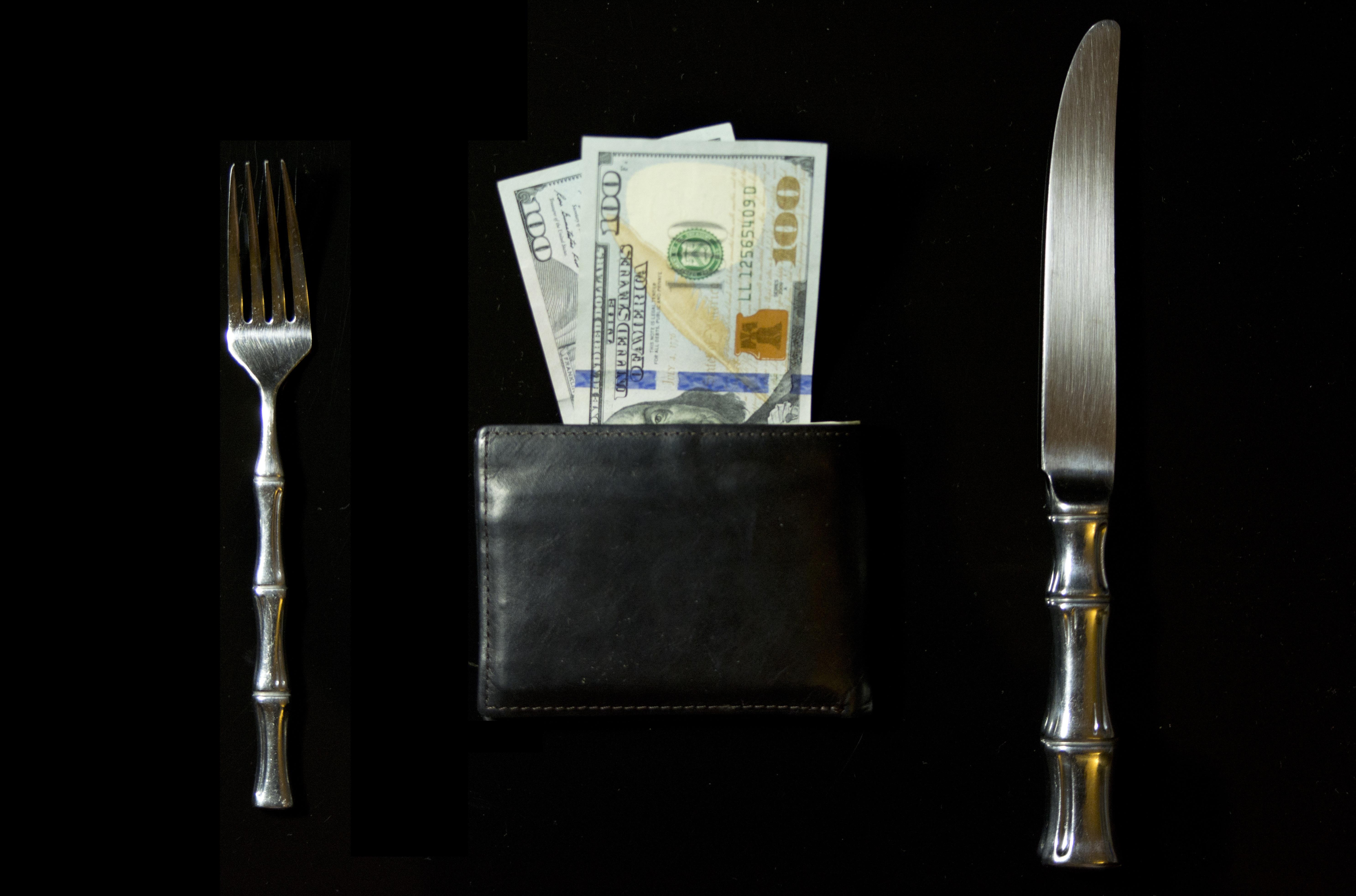 """Co miesiąc """"zjadamy"""" swoje pensje"""